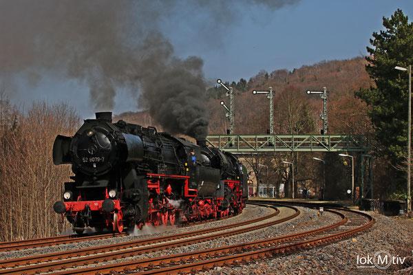 52 8154-8 in Roßwein unter der Signalbrücke (04/2018)