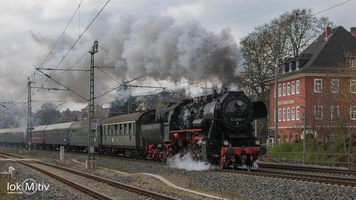 52 8195-1 durchfährt die Karl-May-Stadt Hohenstein-Ernstthal (04/2019)