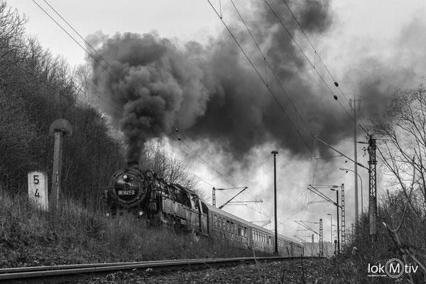 95 1027-2 mit kraftvoller Ausfahrt aus Michaelstein nach Hüttenrode
