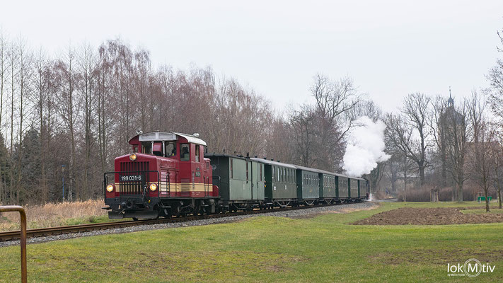 199 031-6 als Zuglok am Zug nach Glossen, SL ist 99 584