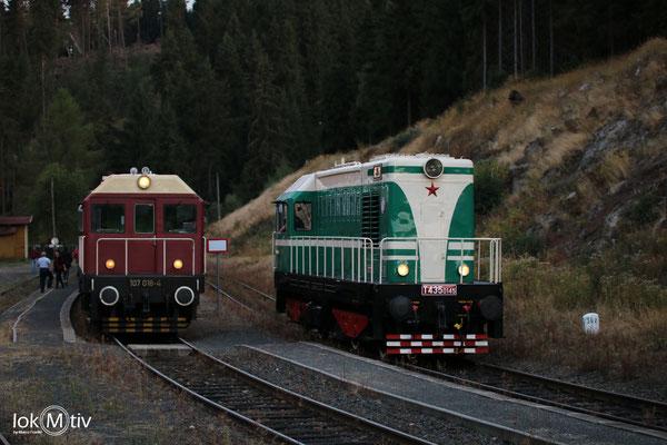107 014-8 und T435 0145 haben die Doppeltraktion aufgelöst in Pernink