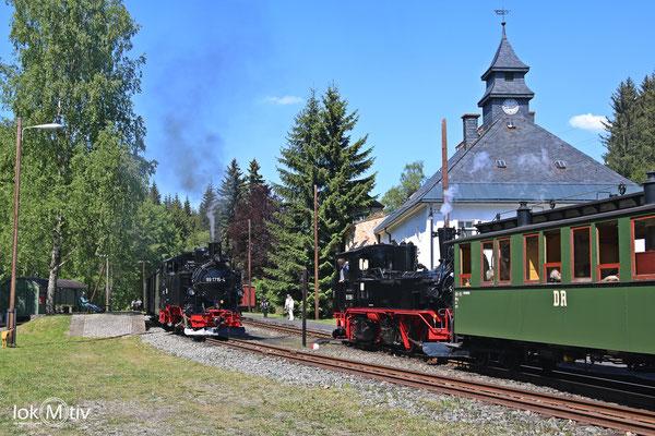 99 1715-4 -sächs VI K - und 99 1590-1 -sächs. IVK- im Bahnhof Schoessel