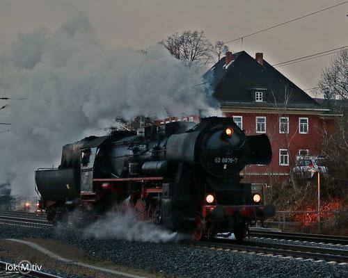 52 8079-7 passiert Hohenstein-Ernstthal (12/2017)
