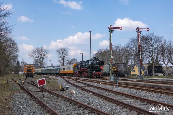 Einfahrt der 52 8154-8 in Schlettau