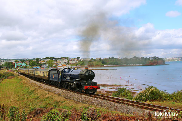 King Edward II 6023 erklimmt die Steigung nach Churston bei Goodrington Sands (08/2018)
