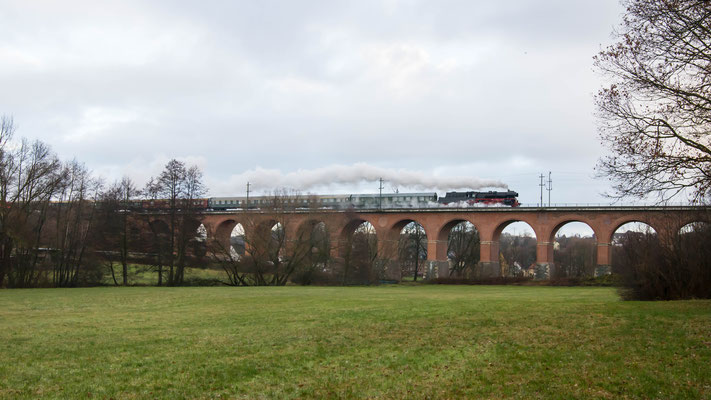 35 1097-1 auf dem Werdauer Viadukt (12/2019)