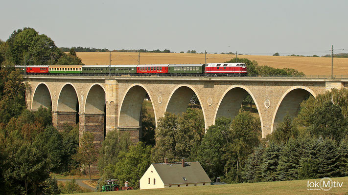 118 770-7 mit einem Leerreisezug auf dem Viadukt in Wegefarth (08/2018)