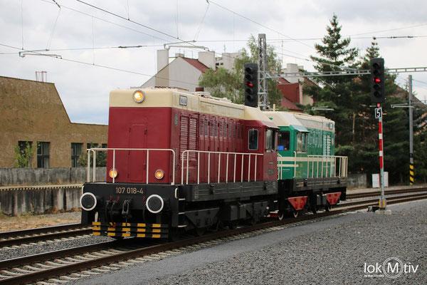 107 014-8 und T435 0145 beim Umsetzen in Karlovy Vary