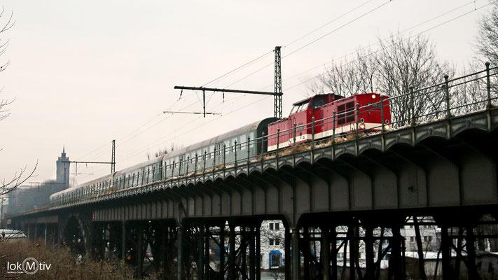112 565-7 in Chemnitz auf der Beckerbrücke (12/2017)