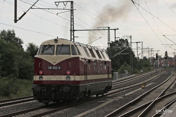 118 552-9 im Bhf. Dresden-Neustadt, die Maschine wird Vorspann aus dem Elbtal für einen Sonderzug nach Breslau leisten. (07/2016)