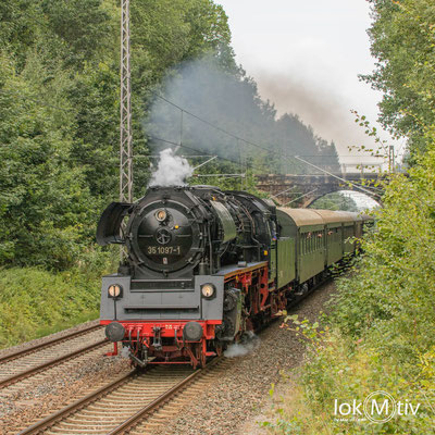 35 1097-1 durcheilt auf dem Gegengleis Oberlichtenau (08/2019)