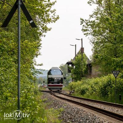 670 002-5 verlässt Oelsnitz / Erzgebirge
