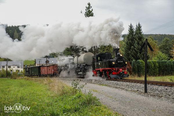 99 542 in Schmalzgrube nach Verlassen des Bahnhof - hier mal nicht vom Hang aus