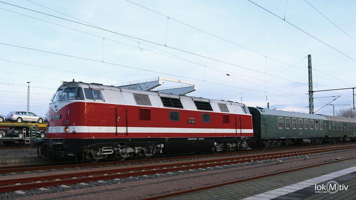 118 770-7 in Glauchau (Sachs) auf dem Weg zum Weihnachtsmarkt in Annaberg-Buchholz (12/2016)