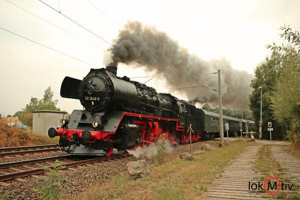 50 3648-8 bei der Parallelfahrt auf dem Weg nach Freiberg
