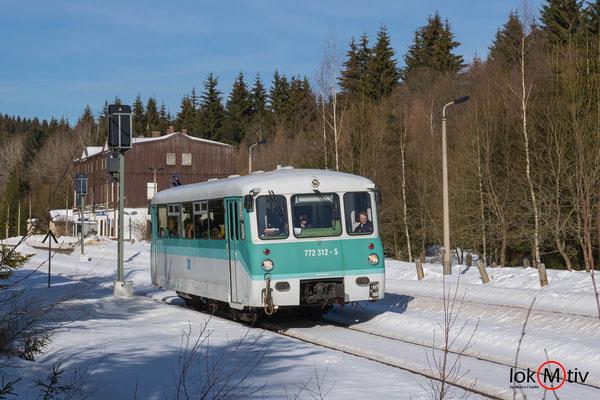 772 312-5 verlässt den Bahnhof Zwotental nach Adorf (Vogtl.) (02/2019)