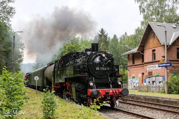 86 1744 durchfährt Papiermühle bei Stadtroda