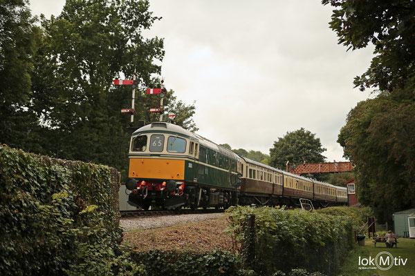 BR D6501 bei der Ausfahrt aus Buckfastleigh (08/2018)