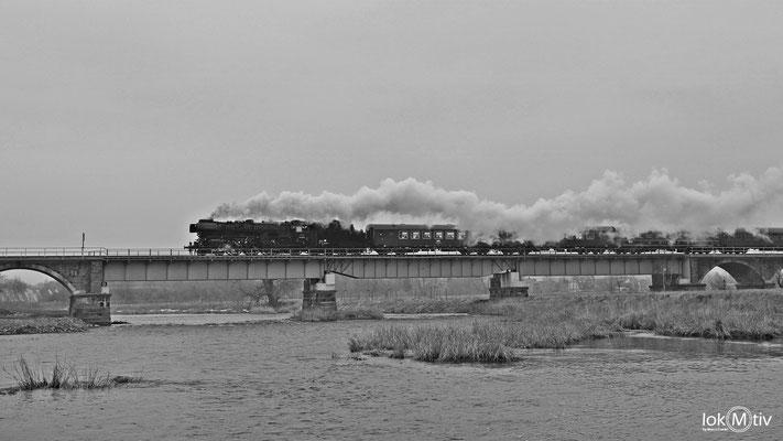 03 2155-4 auf der Muldenbrücke in Röda bei Leisnig 03/2018