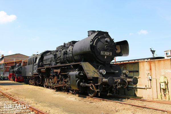 50 3628-0 neben den sauberen und feun geputzten Lokomotiven, sah die Realität früher eher so aus