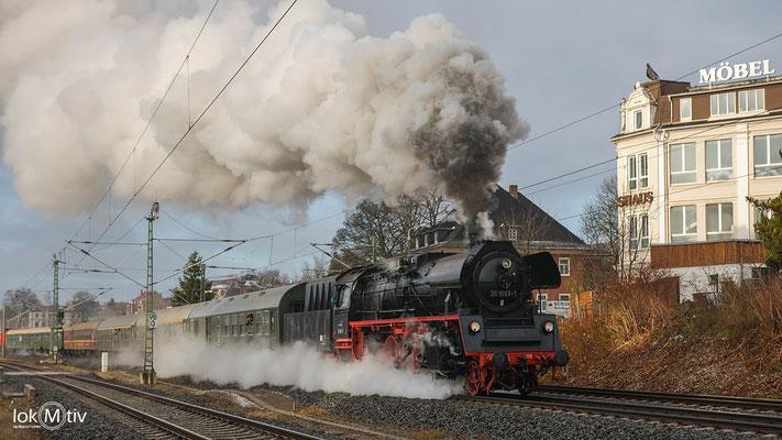 35 1097-1 durchfährt die Sachsenringstadt Hohenstein-Ernstthal (12/2019)