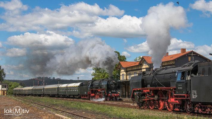 01 2066-7 und 01 2118-6 haben Zugkreuzung in Immelborn (05/2019)