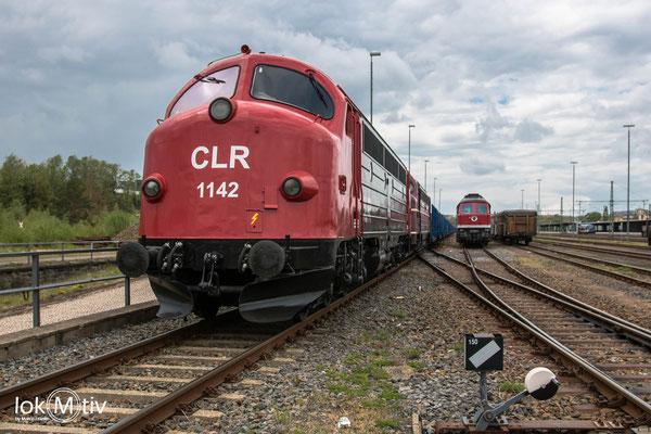 MY 1138 und 1142 der CLR stehen in Freiberg und warten auf Beladung des Zuges (05/2020)