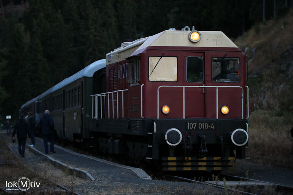 107 014-8 muss den Zug von Pernink allein nach Schwarzenberg (Erzg.) befördern