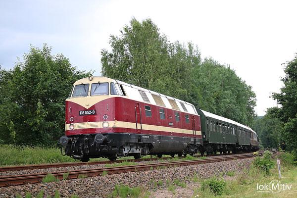 118 552-9 auf dem Weg nach Schwarzenberg, hier vor Hartenstein (06/2018)