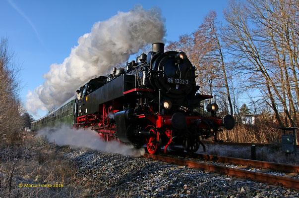 86 1333 auf dem Weg zum Weihnachtsmarkt in Stollberg (Sachs.)