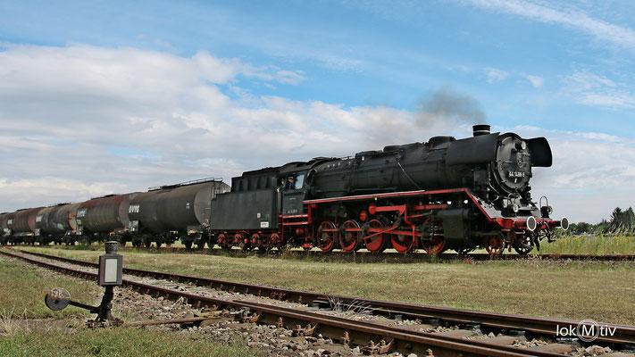 44 1486-8 im Eisenbahnmuseum Staßfurt mit einem Fotozug 06/2017