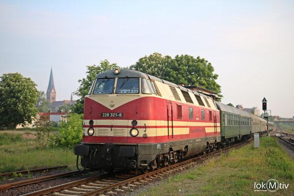 118 321-6 bei Einfahrt in Staßfurt (05/2018)