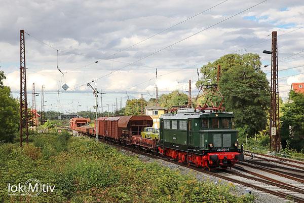 244 044 hat Ausfahrt in Leipzig Schönefeld gen Leipzig Engelsdorf (09/2020)