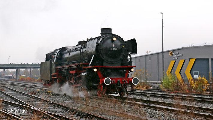 41 018 im Bahnhof Neuenmarkt 11/2016