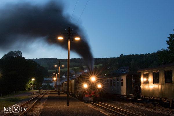 99 1568-7 (sächs. IV K) in Steinbach wieder am Zug. Kurz vor der Ausfahrt Richtung Jöhstadt