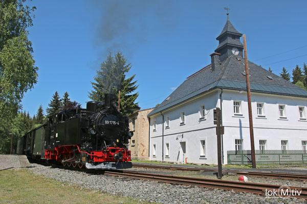 99 1715-4 -sächs VI K - im Bahnhof Schoessel