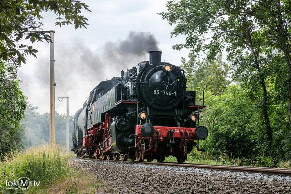 86 1744-1 wieder als Zuglok auf dem Anschlussgleis nach Espenhain (06/2020)