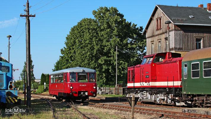 112 708-3 und VT2.09.271 in Großvoigtsberg zum Bergstadtfest Freiberg (06/2017)