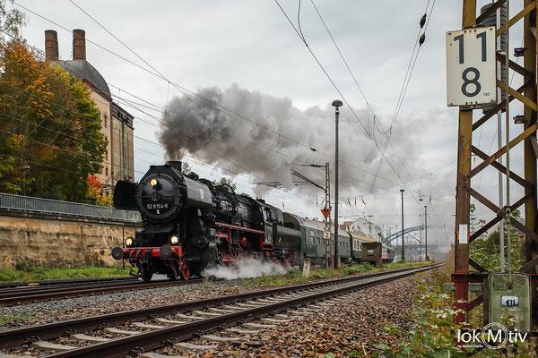 52 8154 durchfährt Gößnitz und zweigt nach Glauchau (Sachs) ab