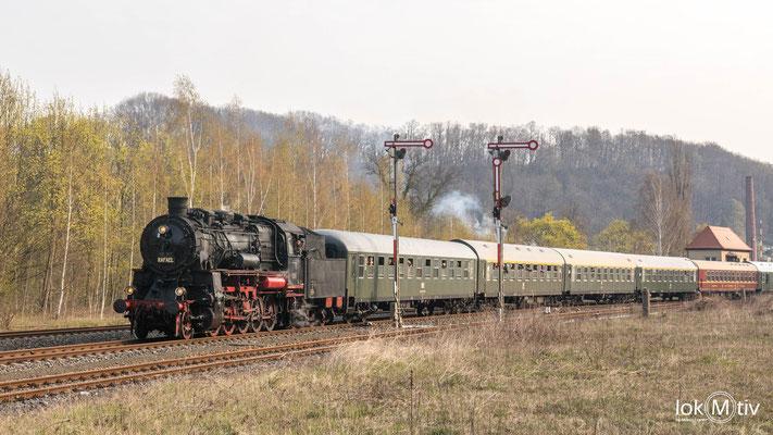 58 311 (bei Anreise 58 1111-2) mit einem Sonderzug auf dem Weg nach Döbeln. Einfahrt in Rosswein.