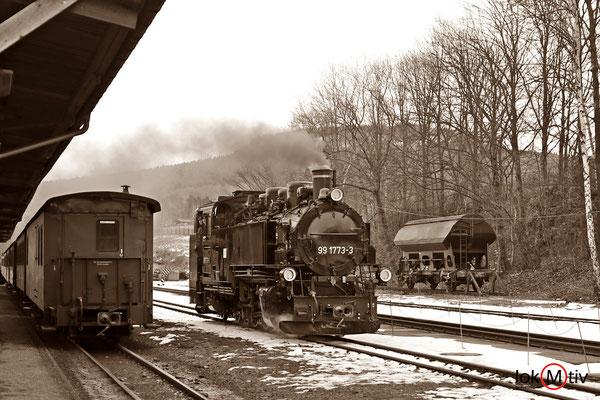 99 1773-3 bei der Zugumfahrung im Bahnhof Cranzahl (12/2017)