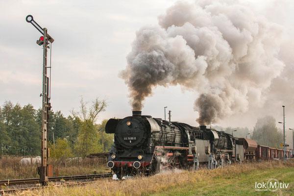 44.1486-8 und 44.2546-8 nach der Ausfahrt in Oberrohn 10/2018