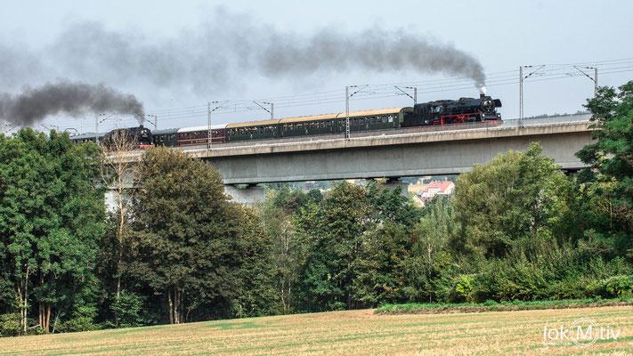 Parallelfahrt auf der neuen Hetzdorfer Brücke mit 35 1097-1 und 95 1027-2 (08/2019)