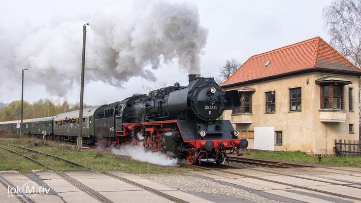 50 3610 hat führt als Zuglok den Sonderzug zurück nach Nossen.