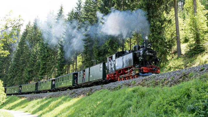 99 1715-4 (sächs. VI K) strebt Jöhstadt entgegen, hier nach Schmalzgrube