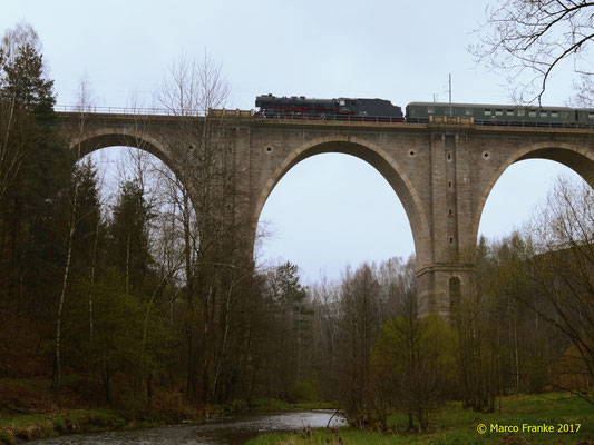 03 2155-4 auf dem Viadukt bei Muldenhütten 04/2017