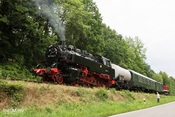 86 1744-1 als SL und 112 565-7 warten in Haynsburg auf Abfahrt (06/2020)