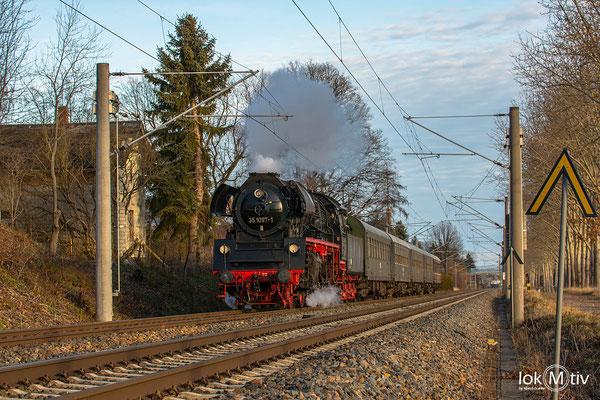 Zwischen Chemnitz und Glauchau wird die alte Blockstelle in Grüna passiert