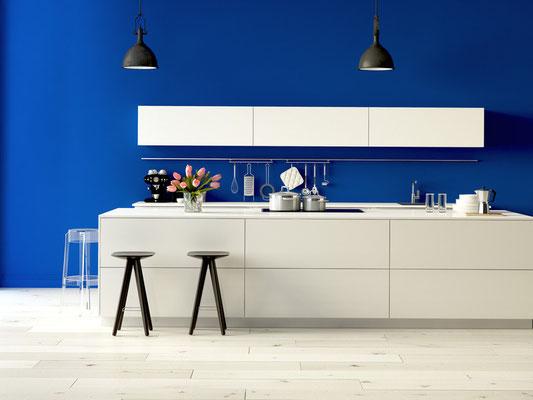 Heute machen wir Blau! Klare Farbkontraste in der Küche. Foto: © 2mmedia/fotolia.com