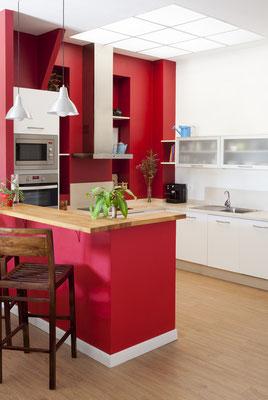Rot ist die Farbe der Leidenschaft, auch für Ihre Küche. Foto: © sixdun/Fotolia.com
